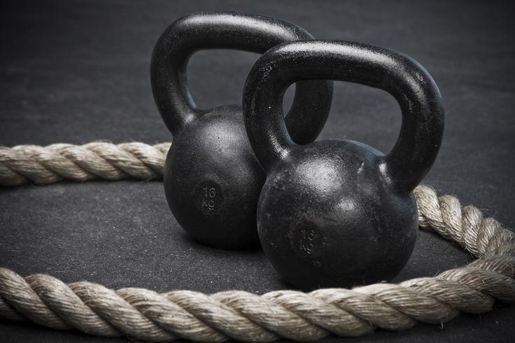 Jouw startersgids voor het opbouwen van spieren -  Kleerkast spierbundel krachtpatser. Allemaal bijnamen voor mannen met een mooi gespierd lijf. Veel tengere mannen hebben er heel wat voor over om ook wat extra spiergroei te krijgen en forser te worden. Want ja die zijn er ook mannen die géén gewicht willen verliezen maar juist aan willen komen. En dan niet met vet maar met (veel) grotere spieren. Om sterker te worden en nieuwe spiermassa op te bouwen ga je aan de slag met:  3x per week…