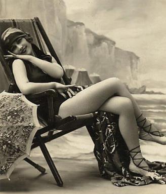 en la playa: Del Ayer, Fashion, Cine Antiguo, Vintage Women, De Ants, De Antaño, The Moose, On The Beach