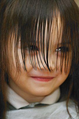 Damit der Pony gerade wird, sollten Sie diese Tipps beachten, wenn Sie für Ihr Kind den Pony selber schneiden wollen. © Thinkstock