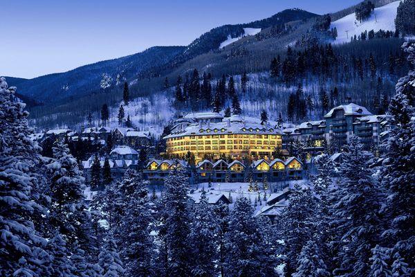 В последние годы Вэйл изменился. Здесь появилось много новых отелей, пешеходные дорожки превратились в красивые улицы, новые рестораны заманивают посетителей #Vail #ski