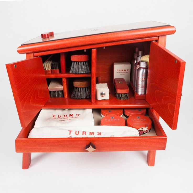 Turns Mobiletto - fully equipped shoe polish locker