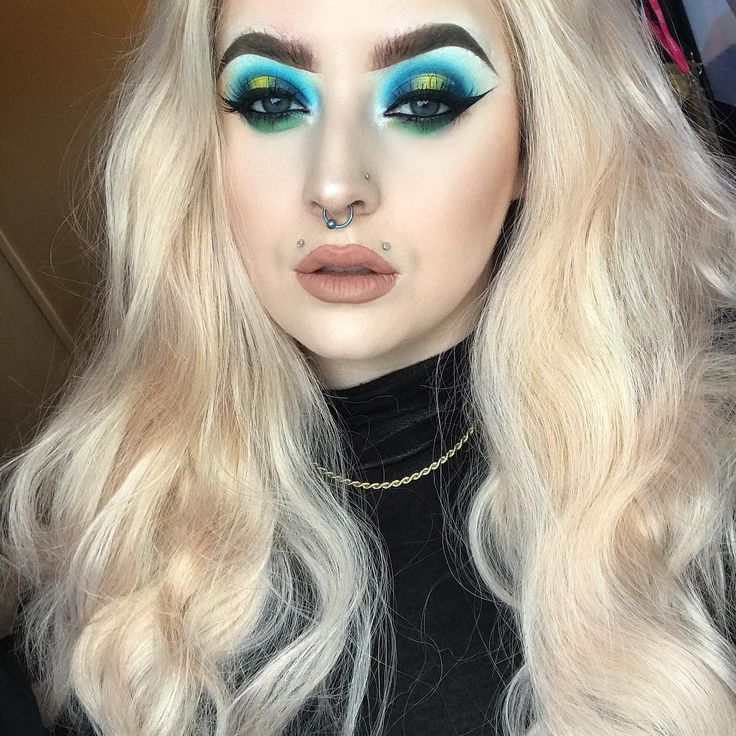 Allanah Mary (@lannah.mu) complements her blue and green smokey eye makeup look by using Illamasqua foundation in Skin Base. #illamafia