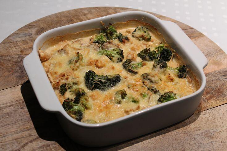 Vandaag heb ik deze heerlijke romige ovenschotel met broccoli en kip, met slechts 7,1 gr koolhydraten per portie gemaakt. Heerlijk om te eten als avondeten!