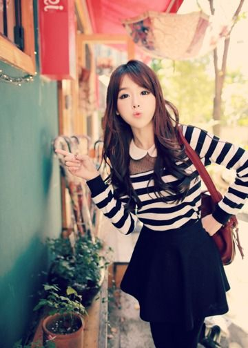 Shin Yeong, trendy in striped long-sleeves with doll collar + a-line black skirt.