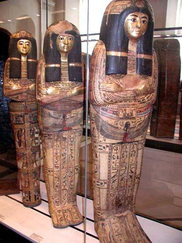 Sarcófago-Palabra griega (Sarkophagos) adoptada por el latín (Sarcophagus) que…