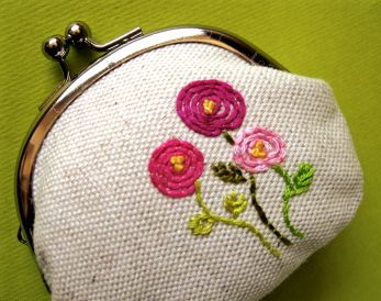 Love love love this embroidered coin purse