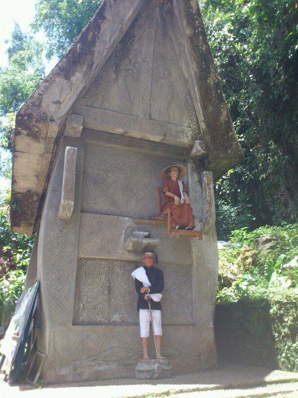 Patani, Toraja grave