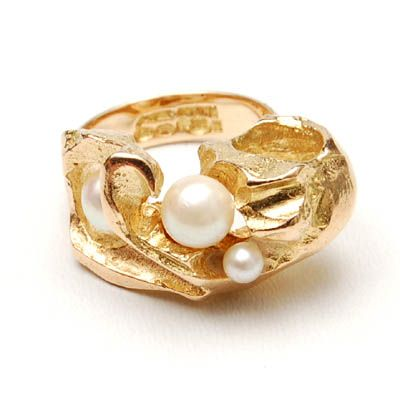 BJÖRN WECKSTRÖM 1935 - Modelled golden ring with ajour top in which four pearls design execution in own studio Finland ca.1960