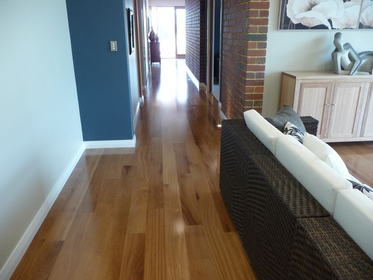 The gloss finish of this 1 strip Kambala bounces natural light well into this beautiful home.