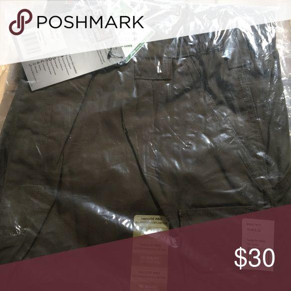 Men's size 40/32 511 tactical pants. Men's size 40/32 511 tactical pants. Olive green Pants