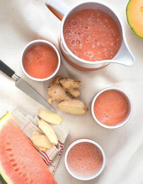 Recette Gaspacho pastèque-melon : Pelez pastèque et melon, puis éliminez les graines.Mettez la pulpe des fruits dans le bol d'un blender avec le gingembre,...
