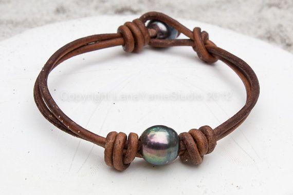Perle d'acqua dolce e bracciale in pelle di LeatherPearlJewelry