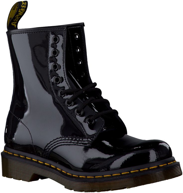 Noir Dr. Martens Boots http://www.omoda.fr/femme/boots/dr-martens/dr-martens-boots-1460-patent-noir-3096.html