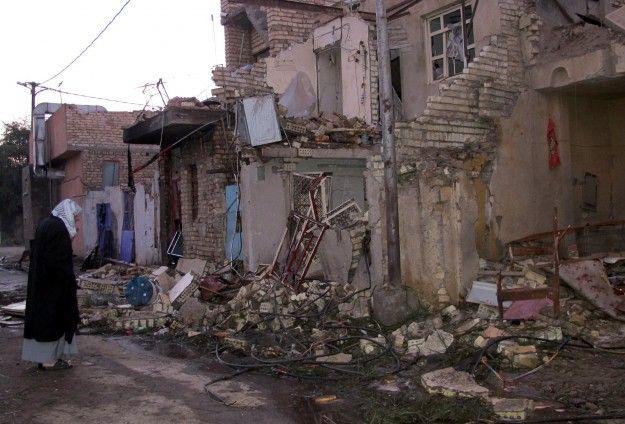 """KIBLAT.NET, Baghdad – Anggota komite keamanan Iraq, Ragee Barakat menyatakan bahwa serangan udara pasukan Baghdad di kota Fallujah yang dikuasai ISIS telah menewaskan 10 warga sipil dan melukai 25 lainnya. """"Serangan udara secara acak dan tembakan meriam tentara Iraq telah menghantam Fallujah dan kabupaten Nezal, yang dikuasai militan ISIS,"""" katanya. """"Pesawat-pesawat tempur secara acak telah …"""
