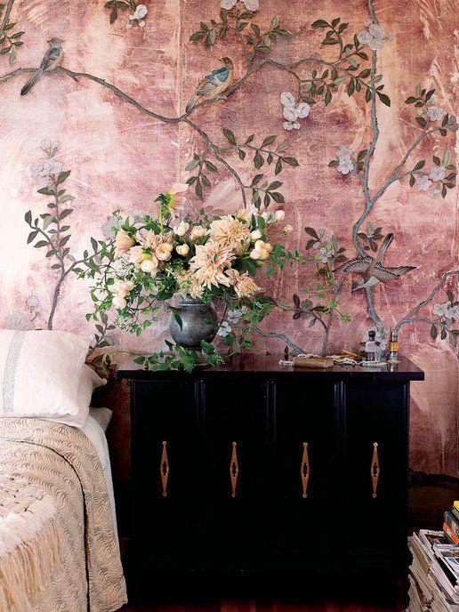 【ELLE】花の香りで目が覚める、夢のベッドルームを演出! インテリアを彩る花の飾り方を知りたい! エル・オンライン