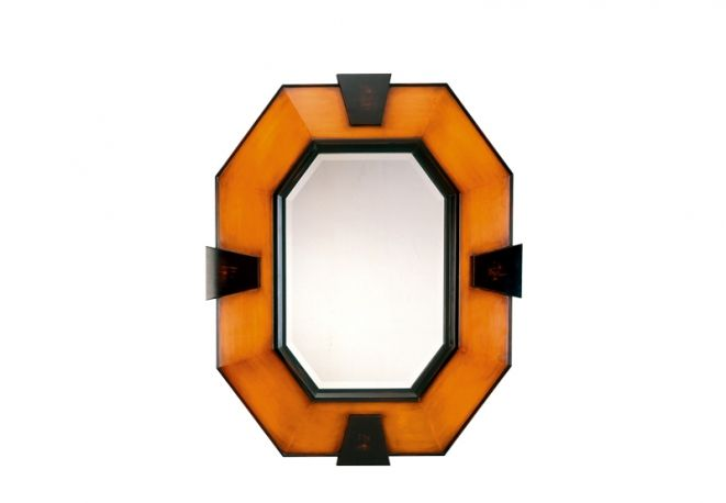 LuxDeco. Specchio Krabi, in vetro e bambù, cm 105x130h, 2.422 euro.