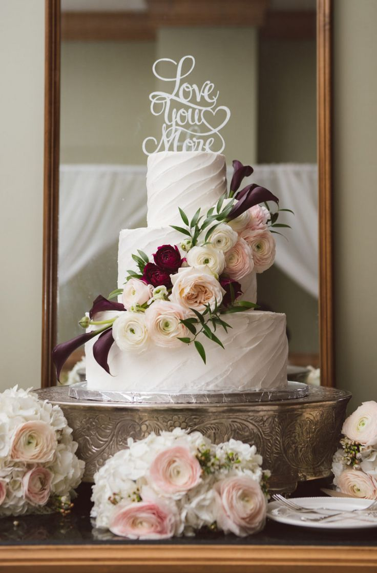 Grau, Weiß und Lila Clearwater Hochzeit im Freien – Hochzeit   Kuchen – #Cake …   – Hochzeit