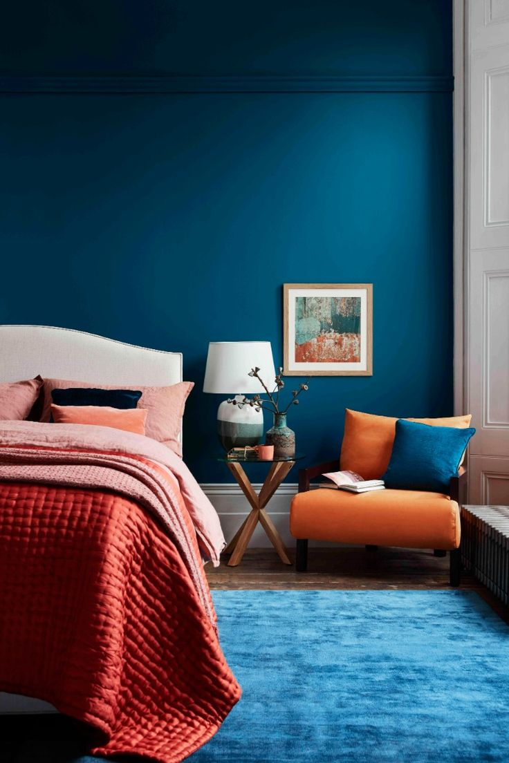 The serenity of teal contrasts with the warmth of russet. Discover our style tip… – House