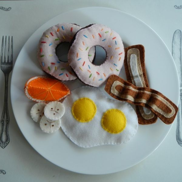 DIY Felt Breakfast Foods. Who said you shouldn't play with your food?