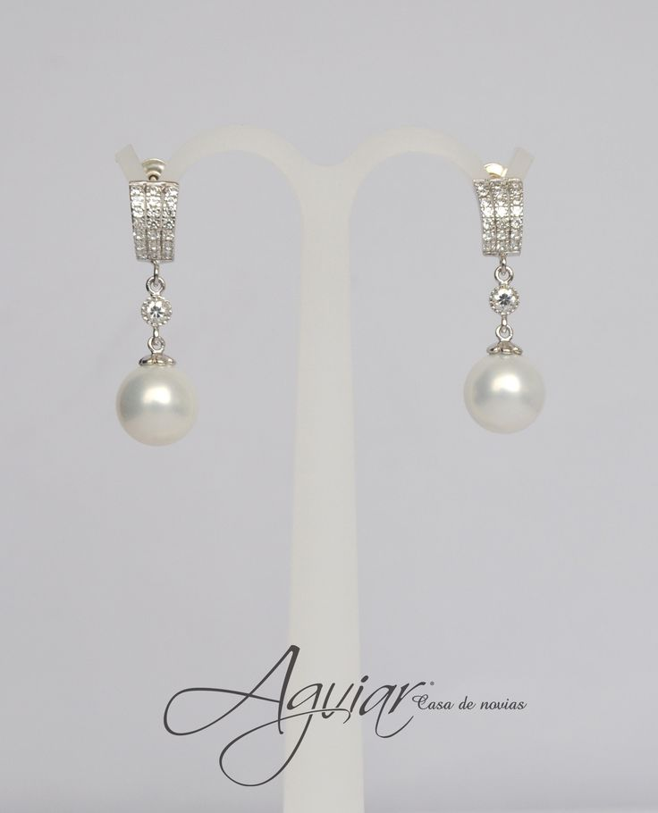 I love pearls they're so feminine they would never go out of style!!