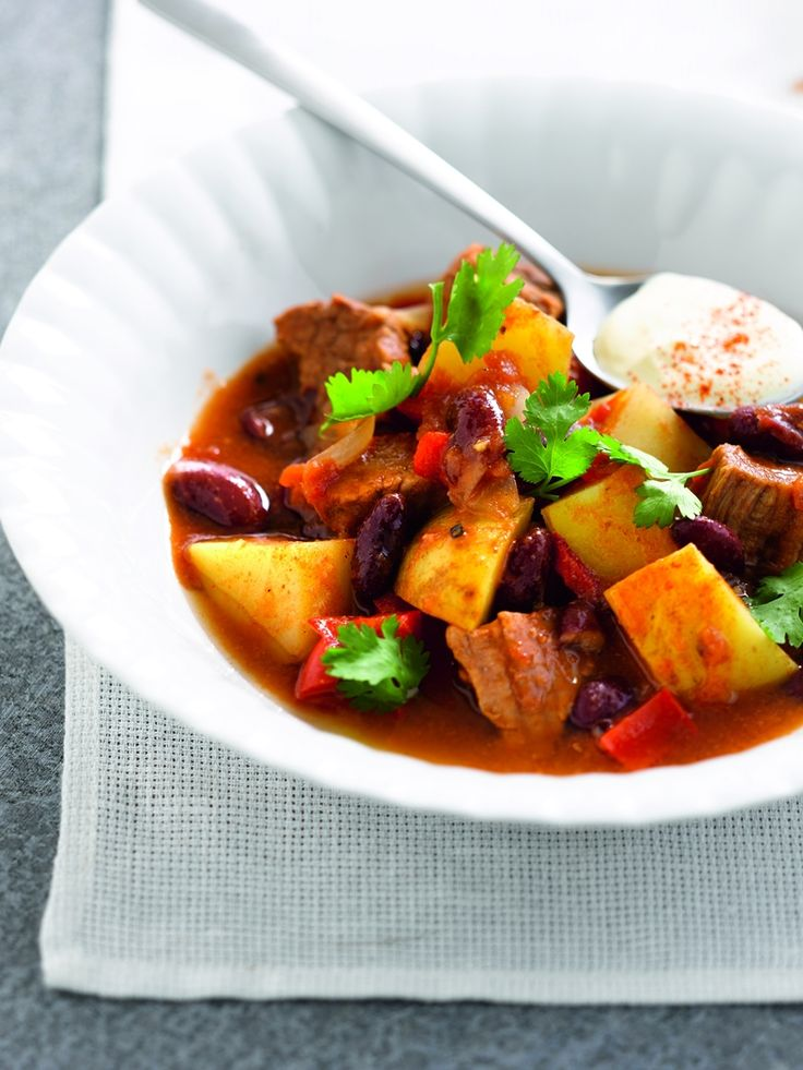 Stoofschotel van aardappelen en chilirundvlees
