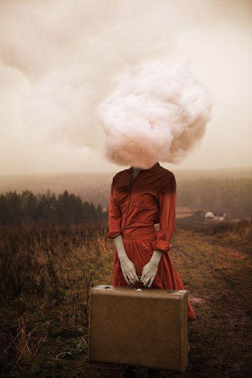 O suave surrealismo e lirismo nos autorretratos de Alicia Savage