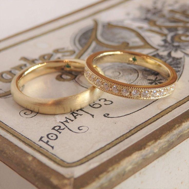 形は違うけれど、2つのリングの色をゴールドで合わせるこ…