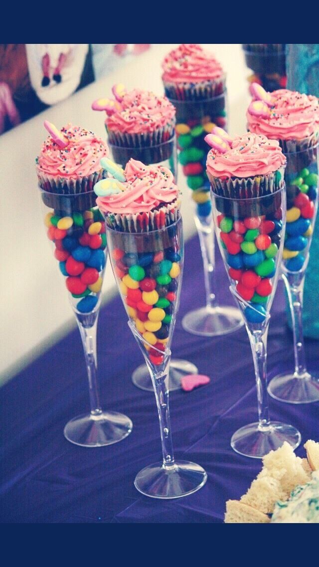 Want a fun, new and unique decoration idea for your next kid's party? These sweet-fuelled champagne glasses are tasty and SO good to look at!