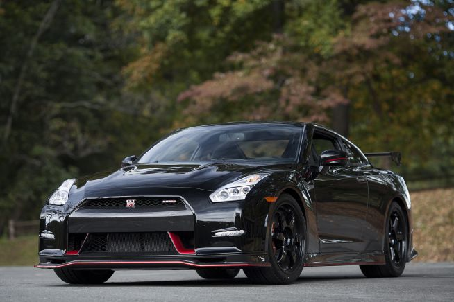 Records fall and dreams come true with the debut of the Nissan GT-R NISMO. This race-oriented model delivers factory tuned supercar dynamic