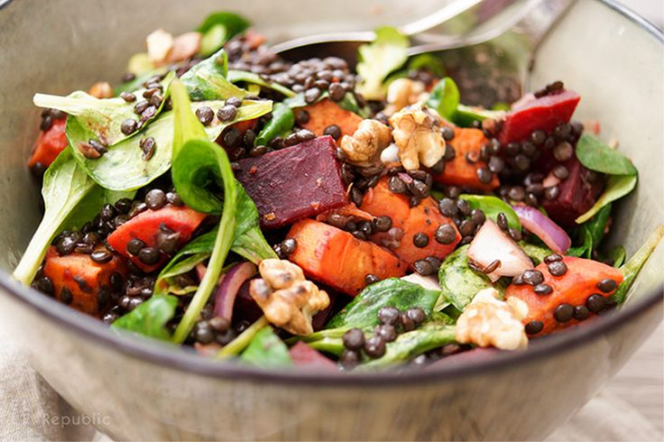 Beluga Linsen Salat mit gerösteter Süßkartoffel und Rote Bete