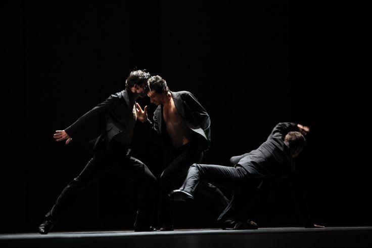 """Scenă de grup - """"Bătaia"""" / Group scene - """"The Fight"""" din/from """"Radio and Juliet"""""""