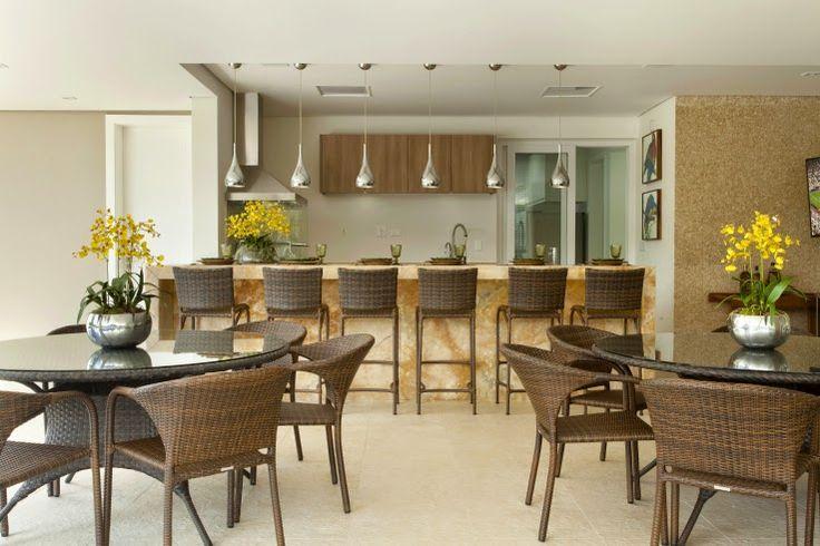 Área churrasco/gourmet moderna - com churrasqueira de vidro e bancada em ônix iluminada!