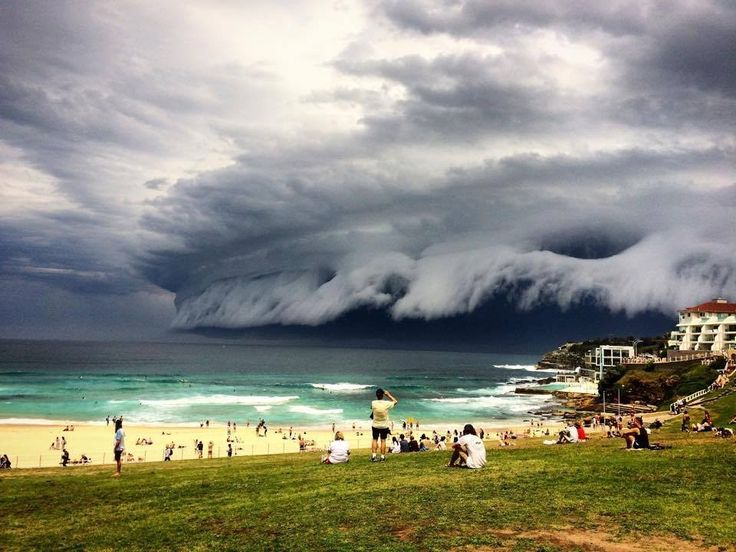 When this bad boy brought shock and awe to Bondi.   25 Times Australia's Weather Was Batshit Insane In 2015