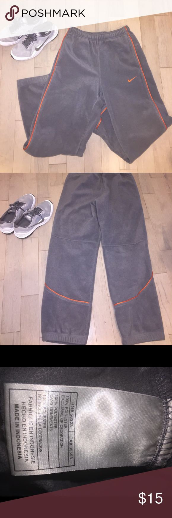 Men's Nike fleece pants size small Nice warm up pants to throw over shorts on the way to the gym or comfy to just wear. In good shape. Has an inside draw string to tie around the waist. Nike Pants Sweatpants & Joggers