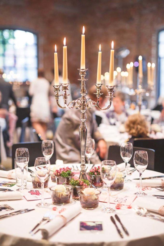 #Tischdeko #Tischdekoration #centerpiece #Blumen #Flowers #Hochzeit #wedding #candle - Das tolle Foto wurde gemacht von Vivid Symphony Photography: http://www.vividsymphony.com