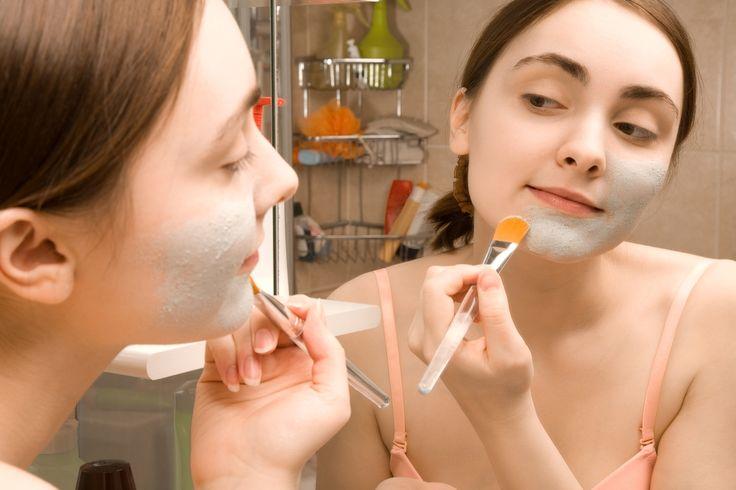 A máscara caseira de vitamina C é ótima para hidratar o rosto, assim como, clarear as manchas da pele e suavizar rugas e linhas de expressão, pois...