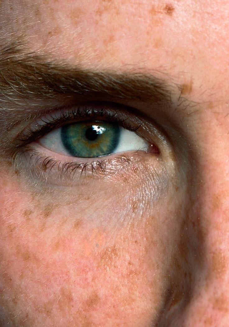 Eddie Redmayne. Such a beautiful shade of green.