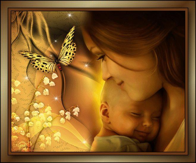 Maman et bébé heureux entre muguet et papillon...