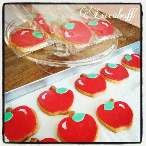 Red apple cookies