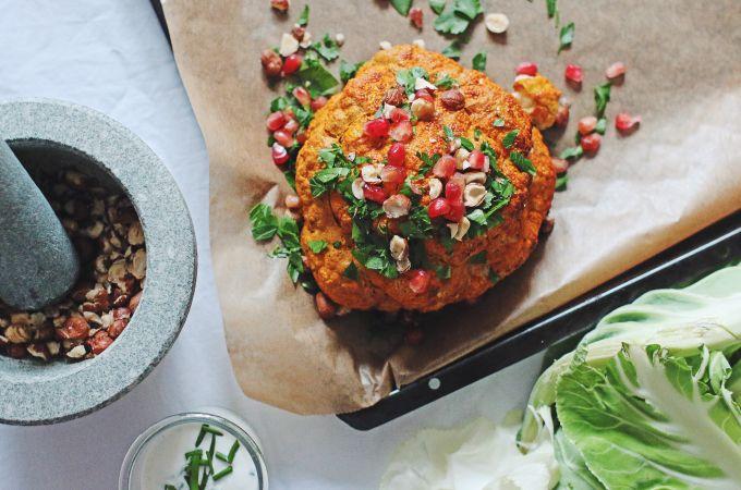 Hast Du Blumenkohl schonmal gebacken und orientalisch gewürzt probiert? Tschüs Kohlgeschmack, hallo Geschmacksexplosion = unbedingte Nachkochempfehlung!