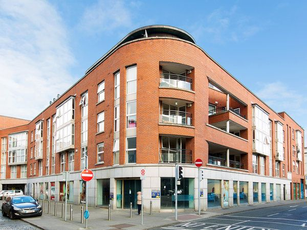 27 Smithfield Gate, Red Cow Lane, Smithfield, Dublin 7 - 3 bed apartment for sale at €345,000 from Hunters Estate Agent. Click here for more property details.