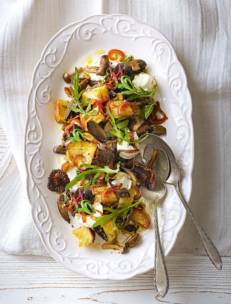 We've given the traditional Tuscan panzanella a winter makeover with mushrooms. The warm salad recipe is ideal for lunch or a light dinner.
