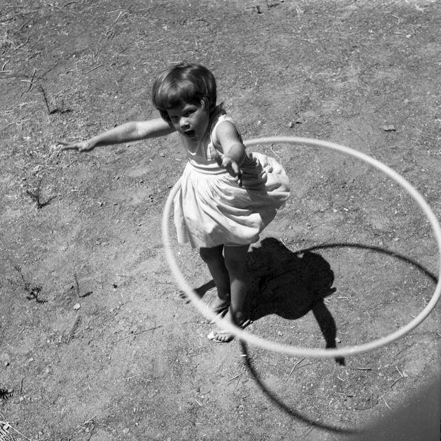 Can Anyone Beat This Hula Hoop Dance? - YouTube