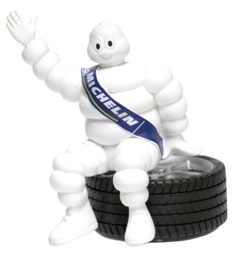 Michelin – D�sodorisant Bibendum 3D Michelin: Figurine Bibendum Michelin assise sur un pneu diffuseur de parfum. Parfum Pin longue durée.…