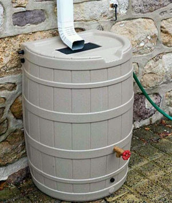 Cum colectam si folosim apa de ploaie in avantajul nostru – Idei pentru gradina Putem face o economie destul de importanta in buget cu aceste idei de a colecta si de a folosi apa de ploaie la udat gradina http://ideipentrucasa.ro/cum-colectam-si-folosim-apa-de-ploaie-avantajul-nostru-idei-pentru-gradina/