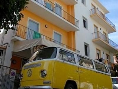 Beach Youth Hostels along the Adriatic Coast of Italy/ Nosotros teníamos una así!