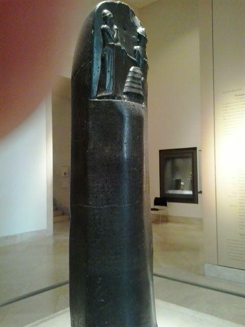 Código de Hamurabi - Museu do Louvre Paris - Foto Maria Albert