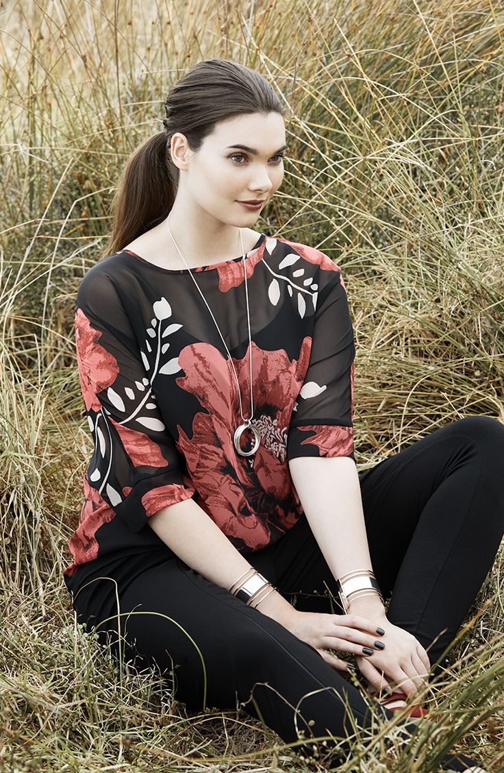 K+K - plus sized clothing for the curvy woman sizes 10-26.  Floral top. Autumn fashion.