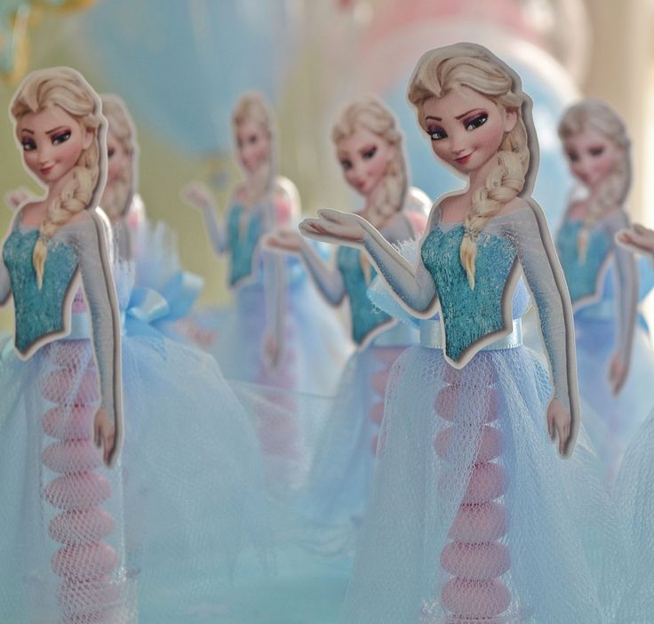 As crianças ficarão encantadas com este lindo tubete personalizado com o vestido das personagens Anna e Elsa - Frozen. Lindo para enfeite de mesa de guloseimas ou para presentear seus convidados. NÃO ACOMPANHA GULOSEIMA * * * * * * * * * * * * * * * * * * * * * * * * * * * * * * * * * ...