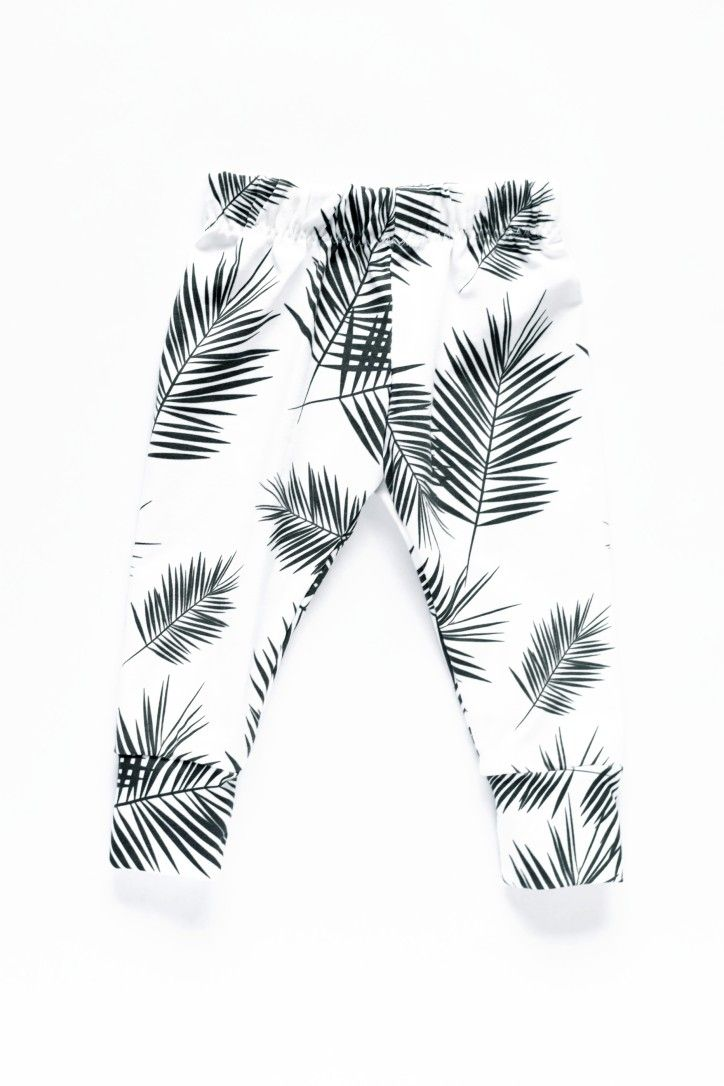 Who doesn't love a classic palm leaf print. Great monochrome print to go with every outfit.
